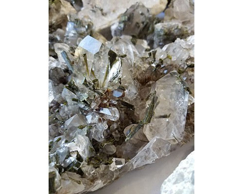 Minas_Gerais_Epidote_on_Quartz